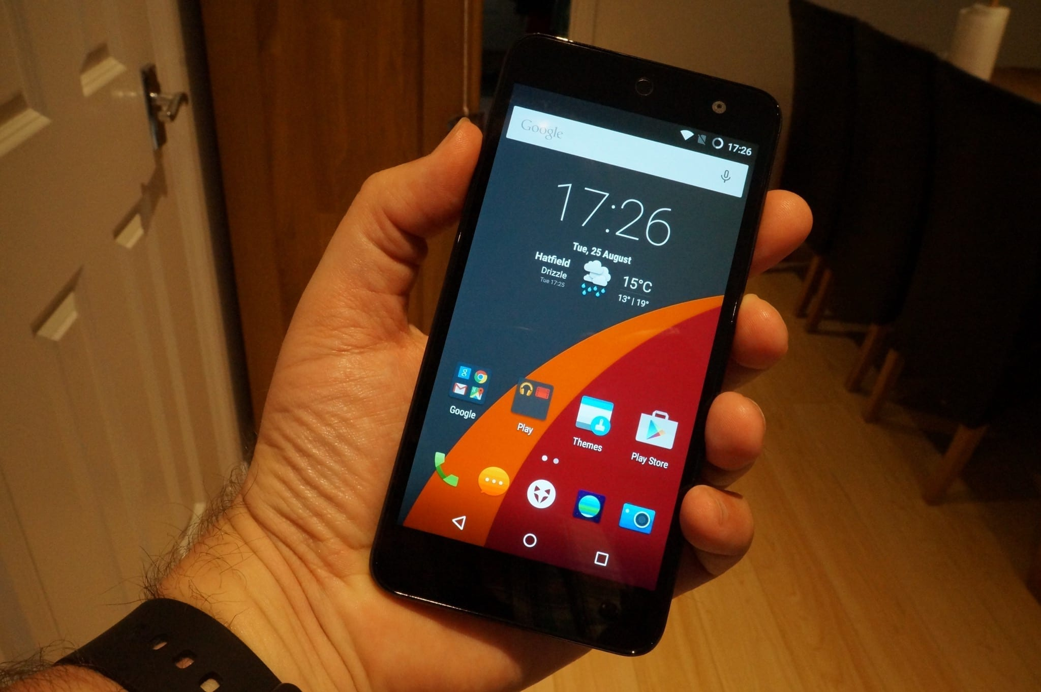 Wileyfox Swift in hand