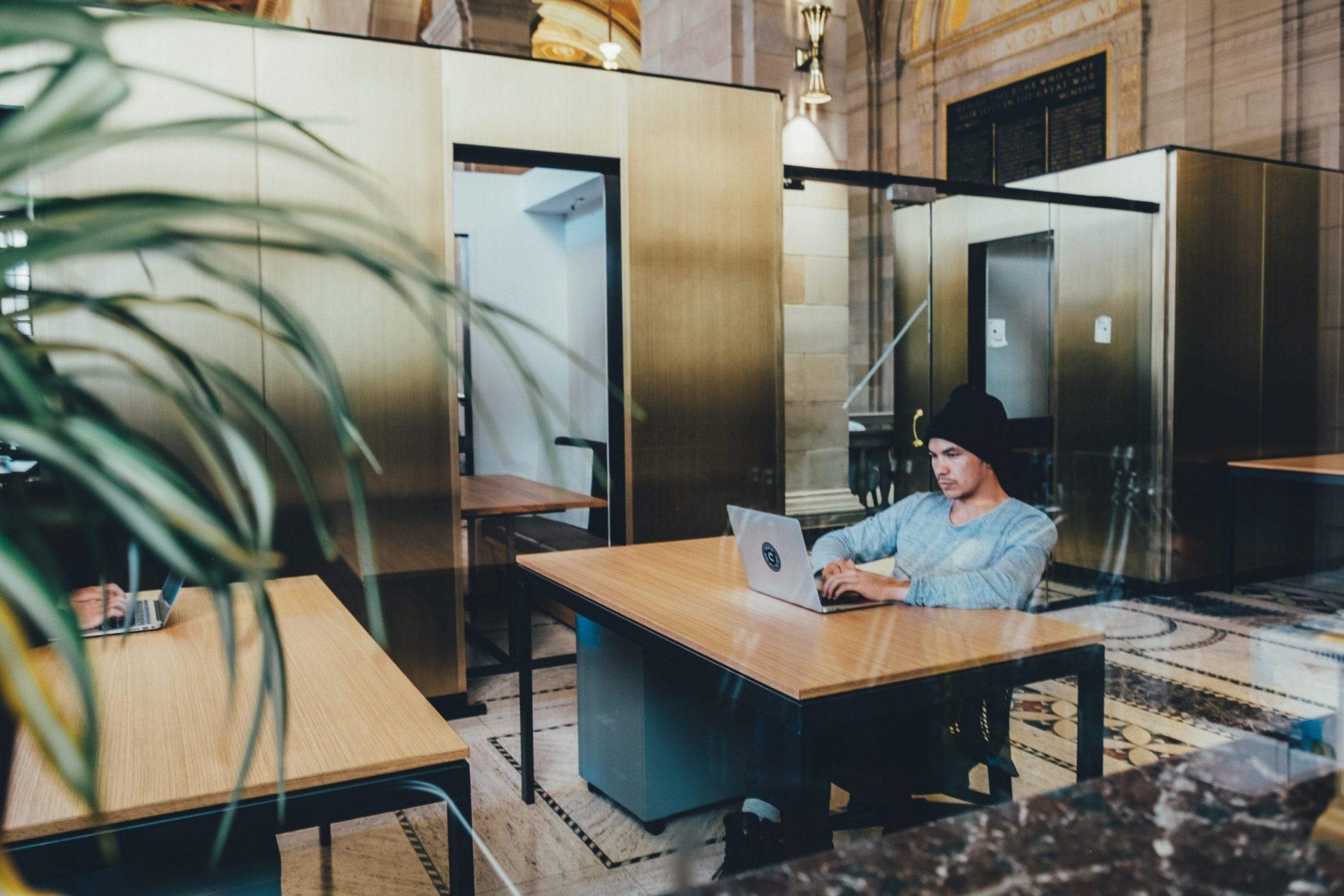 Laptop hotdesking