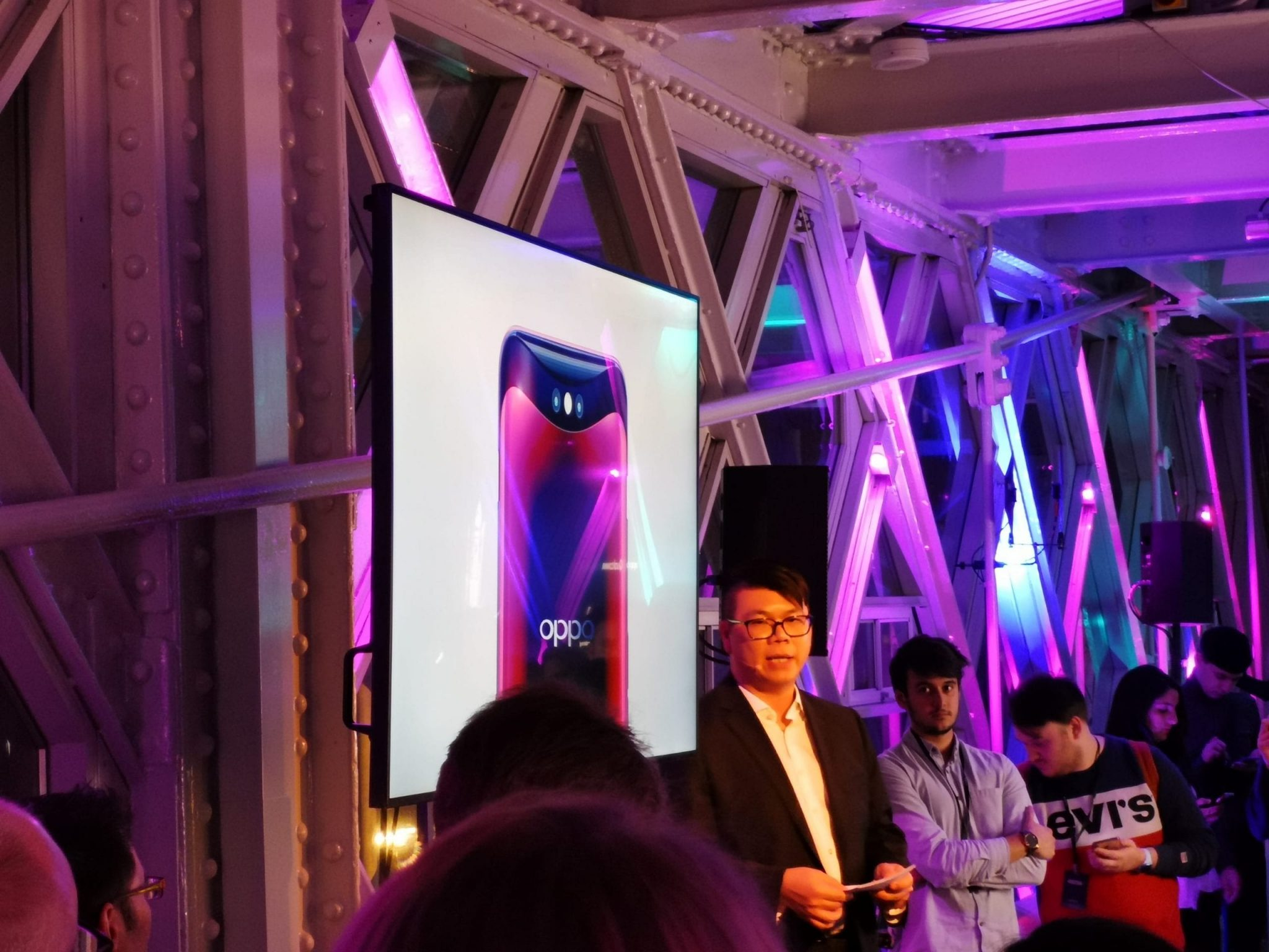 Terence Tan launches OPPO into the UK at Tower Bridge, London